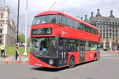 LT454 LTZ 1454 (1) (ANDY'S UK TRANSPORT PAGE) Tags: buses london whitehall goaheadlondon londoncentral nbfl