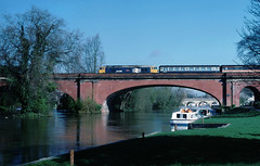 And a tranquil scene on the banks of the mighty Thames......50036 Victorious Paddington-Oxford Maidenhead 05-04-1989 (the.chair) Tags: 50036 victorious paddingtonoxford crosses thames maidenhead april 1989