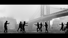 daily workout (Nico Geerlings) Tags: ngimages nicogeerlings nicogeerlingsphotography nyc ny usa newyorkcity manhattan chinatown brooklyn manhattanbridge dumbo fog foggy mist workout silhouette contrast blackandwhite streetphotography cinematic cinematography