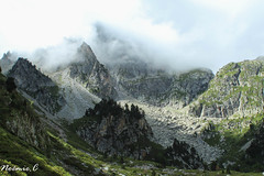 Mountains in the clouds (Noemie.C Photo) Tags: mountain montagne nuages clouds ciel sky arbres trees roche rock vert green nature landscape paysage
