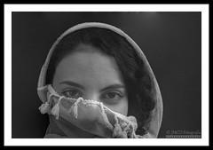 Portrait foulard blanc (jose_miguel) Tags: jose miguel españa spain espagne panasoniclumixfz50 panasonic lumix retrato portrait mujer woman femme pañuelo foulard scarf blanco white blanc marruecos maroc morocco marrakesh marrakech marraquech blancoynegro byn bw nb rigotag