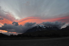 Espetacular Pôr do sol (feaemarco) Tags: chile patagônia patagoniachilena patagonia torresdelpaine parquenacional nikon nikond700 d700 clouds colors cores sky mountains montanhas sunset