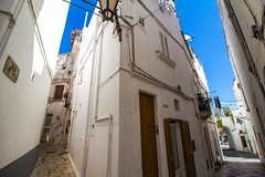 walking left or right? (werner boehm *) Tags: wernerboehm apulia italy cityscape buildings