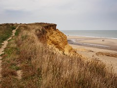 Happisburgh cliffs (AMcUK) Tags: em10 em10ii em10mkii em10mk2 em102 omdem10 omdem10mkii omd olympusuk m43 micro43rds micro43 microfourthirds olympus olympusdigital olympusdigitalcamera olympusomd 1240 1240pro norfolk happisburgh eastanglia coast sea seascape beach beachscene seaside water ocean cliffs clifftops