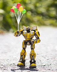 Balloons make Bumblee Bee Happy (Jezbags) Tags: balloons make bumblee bee happy transformer transformers toy toys canon canon80d 80d 100mm macro macrophotography macrodreams