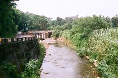 Riverside (蒼白的路易斯) Tags: taiwan taoyuan 桃園 台灣 中央大學 fujifilmc200 yashicaelectro35gsn 底片攝影 底片