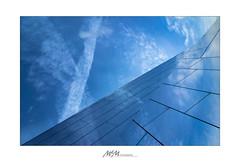 Architektur mit Wolken - architecture inclusive clouds (mmsig) Tags: architektur detail reflektion himmel blau wolken spiegel 2018 80d canon architecture reflection sky blue clouds mirror mmsig abstrakt linien lines abstract eos