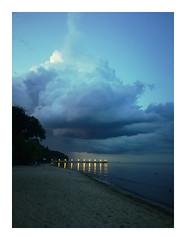 Cloudy evening (mmichalec) Tags: gdynia tricity trójmiasto poland polska molo sea beach clouds chmury cloudy sky evening wieczór huawei huaweihonor phonophotos morze