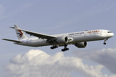 China Eastern Airlines 777-300ER B-2020 at London Heathrow LHR/EGLL (dan89876) Tags: china eastern airlines boeing 777 777300er b77w 77739per b2020 london heathrow international airport landing runway 27l lhr egll