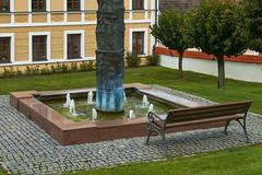 P1010057 (oberbayer) Tags: silend ruhig bank garten wasser brunnen springbrunnen säule haus bavaria inchenhofen