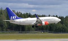 SAS LN-TUM, OSL ENGM Gardermoen (Inger Bjørndal Foss) Tags: lntum sas scandinavian boeing 737 osl engm gardermoen