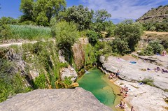 Pozan de Vero. (Alfredo.5) Tags: rio pozan de vero nikon nikond5100 nikons9900 nikond60 naturaleza nubes personas alfredo5 arboles azul agua cielo campo colores rocas vegetación verde valle