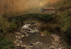 En algún lugar de los Picos de Europa (Antonio Marcos Perez Gonzalez) Tags: picosdeeuropa asturias bulnes nikond750 tamron2470f28 benro tamron nikon montañasdeasturias puente
