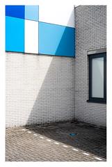 Urban geometry (leo.roos) Tags: blau schaduw raam steen muur geom solaag lens rangefinder a7 1953 darosa leidolf leoroos leidolflordomat lordonar5028 leidolfwetzlarlordonar12850 parking parkeerplaats blue shadow window wall architecture blauw geometry denhaag thehague architectuur rodekruis kerketuinen