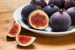 figs (disdada) Tags: bydanielfungroyaltyfreestockphotoid609539165ripefigs ficuscaricahardychicago by daniel fung royaltyfree stock photo id 609539165 ripe figs white plate image