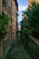 Tras la Trattoria dei Platani (lebeauserge.es) Tags: sansiro italia europe cielo nubes pueblo ciudad edificio casas calle