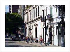 Old Street (W Gaspar) Tags: santos brazil brasil southamerica latinamerica photoborder outdoors street architecture sidewalk people sunny travel geotagged urban fujifilm finepix x10