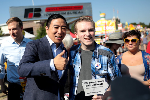 Andrew Yang with supporter by Gage Skidmore, on Flickr
