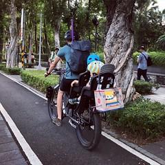 地方爸爸讚讚👍 #commute #commuter #bike #cycle #urbancycling #urbancyclist #urbancycle #taipei #taiwan #Bicycle #自行車 #單車通勤 (funkyruru) Tags: commute commuter bike cycle urbancycling urbancyclist urbancycle taipei taiwan bicycle 自行車 單車通勤