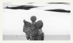 S'échapper #16 (Napafloma-Photographe) Tags: 2019 anseduconguel atlantique bandw bw bateau bretagne fr france golfedumorbihan géographie landscape morbihan métiersetpersonnages objetselémentsettextures paysages personnes pointedekerpenhir techniquephoto transports beach blackandwhite bouée monochrome napaflomaphotographe noiretblanc noiretblancfrance océan paysage photographe plage province statue locmariaquer