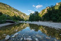 Les gorges du Tarn à Sainte-Enimie (Romain Valet) Tags: reflet rivière gorge tarn montagne causse sainteénimie paysage vacances