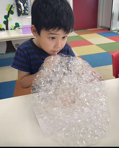 Having a great time at Summer School 2019 #tokyo #shibakoen #science #experiment #bubbles #summerschool #kindergartenclassroom #fun