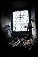 altes fenster (karina hechtl) Tags: alt old rostig rost rust rusty licht lichter light lights eisen iron