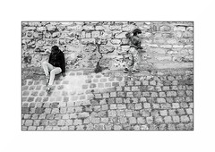Paris (Punkrocker*) Tags: contax aria cy zeiss distagon 28mm 2828 t film kodak trix 400 nb bwfp bnw monochrom street city people kids paris montmartre france