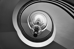 Das Treppenhaus im IG Metall Haus Berlin, ein Meisterwerk der Architektur - The staircase in the IG Metall Haus Berlin, a masterpiece of architecture (cammino5) Tags: berlin architektur treppenhaus igmetallhaus juli 2019 deutschland
