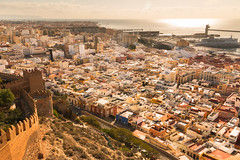 Vistas de Almería desde la Alcazaba (mandoft) Tags: piedra almería mar cielo andalucía torre ciudad agua ladera edificio casa defensa muralla españa