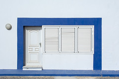 House with blue edge (Jan van der Wolf) Tags: map194172v edge rand blue blauw door deur windows ramen lanzarote white wit gevel facade lamp light house huis