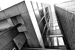 every picture tells a storey (Harry Halibut) Tags: 2019©andrewpettigrew allrightsreserved imagesofsheffield images sheffieldarchitecture sheffieldbuildings sheffield south yorkshire contrastbysoftwarelaziness noiretblanc blackwhite blancoynegro blanc weiss noire schwatz bw zwart wit bianco nero branco preto obliquamenteobliquemind linescurves anglesanglesangles sheff1908120075 windows office block pinstone street reflection earl way