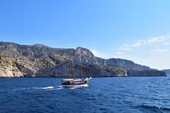 Je ne m'en lasse pas ... (jmollien) Tags: calanques cassis marseille mer méditerrannée méditerraneansea paysage provence suddelafrance provencealpescôtedazur bleu blue bluesky bateau boat voilier