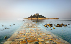 Causeway to St Michael's Mount (He Ro.) Tags: cornwall england stmichaelsmount causeway sunrise marazion uk coast water seascape landscape longexposure castle rocks sea
