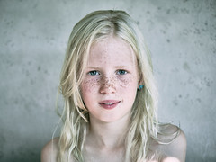 Meike's summer (color edit) (PascallacsaP) Tags: portrait xf35mmf14 freckles freckled frontal staring vignetting serene fujifilmxpro2 summer naturallight ambientlight availablelight portraiture posed natural