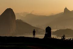Apreciando o Rio (mariohowat) Tags: fortesãoluiz fortedopico niterói sunset pôrdosol riodejaneiro canon brasil brazil