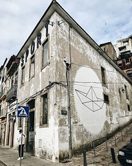 Street Art in Porto ️ #atomikwiwa #travel #porto #traveling #aroundtheworld #oporto #portugal #streetart #portostreet (EDU1SHOOT) Tags: ifttt instagram street art porto ️ atomikwiwa travel traveling aroundtheworld oporto portugal streetart portostreet
