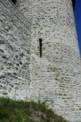 Meurtrière @ Chemin de la Porte du Château @ Château des Sires de Faucigny @ Bonneville (*_*) Tags: 2019 ete summer august afternoon sunny europe france hautesavoie 74 bonneville faucigny savoie mountain castle chateau medieval chateaudessiresdefaucigny rue chemin path