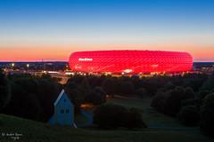 Allianz Arena (ab-planepictures) Tags: allianz arena münchen nacht sonnenuntergang abend dämmerung landschaft architektur gebäude stadion fusballstadion bayern beleuchtet beleuchtung