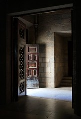 vecchie porte (fotomie2009) Tags: spagna 2019 figueres chiesa sant pere spain espana catalunya catalogna cataluna door porta entrance light esglesia church iglesia