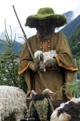 PHOTO Shepherd made of hay (Sidolix) Tags: schäfer hirte shepherd heu hay schaf sheep kunst art scheffau austria oesterreich hut hat gruen green lamm lamb