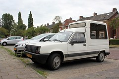 Renault Express 1.1 1989 (TZ-72-LT) (MilanWH) Tags: renault express 11 disabled wheelchair transport pope mobile 1989 tz72lt