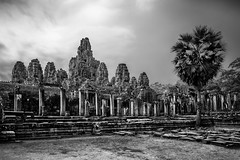 Angkor Wat, Cambodia (pas le matin) Tags: nb bw noiretblanc blackandwhite monochrome travel voyage world angkor angkorwat wat vat siemreap cambodge cambodia asia asie souteastasia temple buddhism bouddhism ruines ruins architecture ancient stone pierre monument canon 7d canon7d canoneos7d eos7d