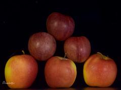 15_Pirámide (Anavicor) Tags: bodegón pirámide frutas ciruela manzana plum fruit pyramide prune stilllife naturemorte nikon d5300 tamron16300mm anavicor anavillar villarcorreroana apple pomme flickrfriday
