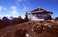 Fire Lookout - Winchester Mountain - Washington State (Electric Crayon) Tags: winchestermountain firelookout pacificnorthwest washingtonstate whatcomcounty northcascades mtbakersnoqualmie nationalforest usa unitedstates america history autumn fall hiking outdoors fujichrome 35mm slidefilm filmgrain minolta 35mmscan primefilmxa electriccrayon patrickmcmanus