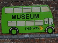 Museum This Way (andreboeni) Tags: iow wight isleofwight bus coach museum sign thisway classic autocar car cars buses coaches omnibus omnibusse classique voiture rétro retro auto oldtimer klassik classica classico