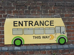 Entrance This Way (andreboeni) Tags: iow wight isleofwight bus coach museum sign thisway entrance classic autocar car cars buses coaches omnibus omnibusse classique voiture rétro retro auto oldtimer klassik classica classico