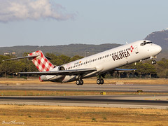 Volotea 717-200 EC-MEZ (birrlad) Tags: palma pmi international airport spain aircraft aviation airplane airplanes airline airliner airlines airways takeoff departure departing rotate climbing runway sunlight sunset evening volotea boeing b717 b712 717200 7172cm ecmez