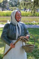 Sculpture (cloolis101) Tags: 119picturesin2019 artinthepark elmpark