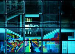 POESIA URBANA (ceriz_83) Tags: architettura edificio vetro cuore graffiti